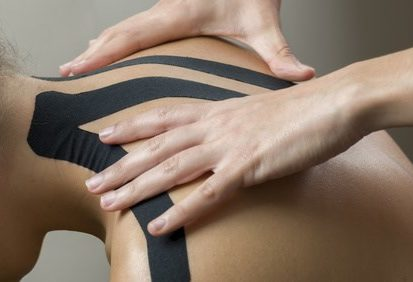 Physiotherapie - Kinesiotaping, © sunlight19 / Fotolia.com
