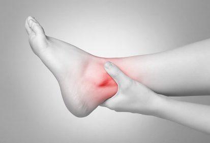 Physiotherapie - Fußgelenkschmerz, © Von Schonertagen / Fotolia.com